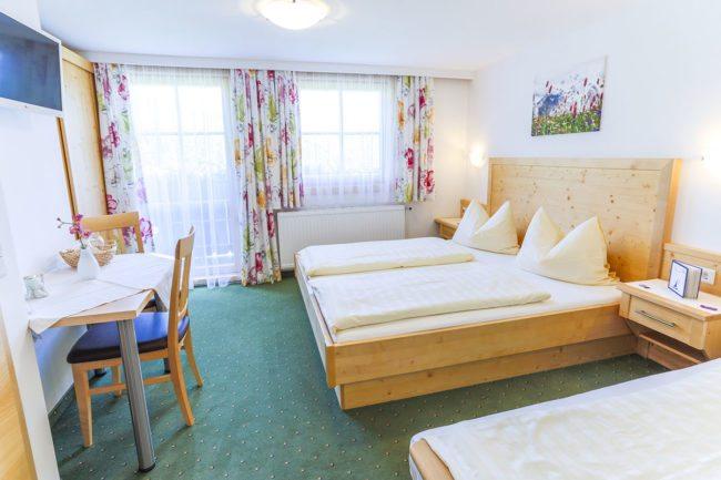 Dreibettzimmer - Urlaub am Bauernhof in Radstadt - Familienbauernhof Nöglhof